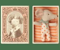 MAILEG - Maileg Baby Mouse – Sleepy/Wakey Girl - in Schlafschachtel