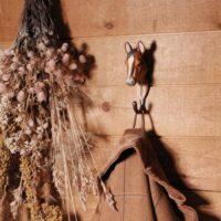 WILDLIFE GARDEN - Handgeschnitzter Haken – Arabisches Pferd - Wandhaken aus Holz